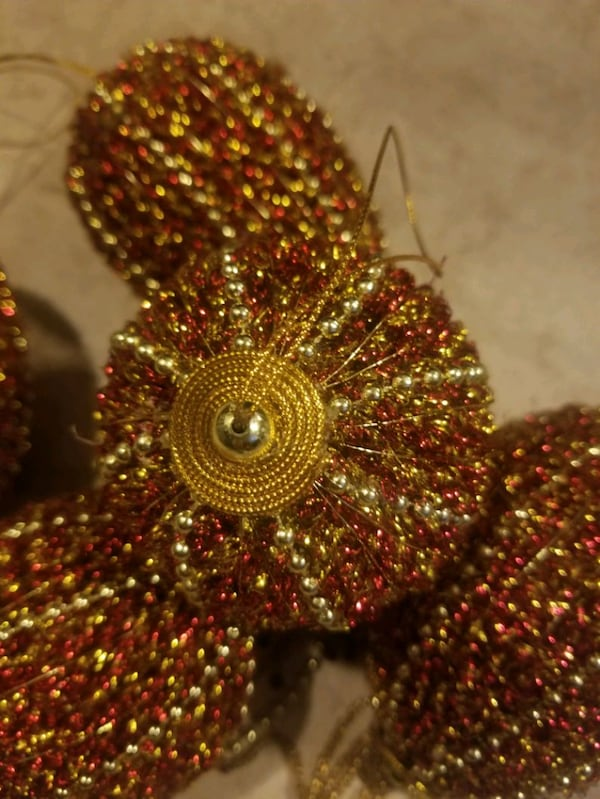 Red and Gold Christmas Ornaments c75a34bb-c8c8-4ed7-bb86-3ac8fdccb6da