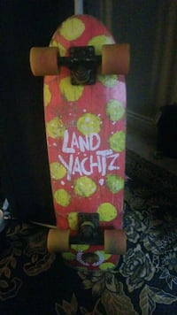 landyachtz cruiser skateboard (asking 50$) Surrey, V3T 0B1