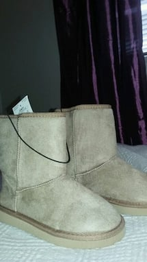 Brand new girl's boots/size 13