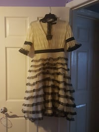white and black plunging neckline 3/4 sleeved dress