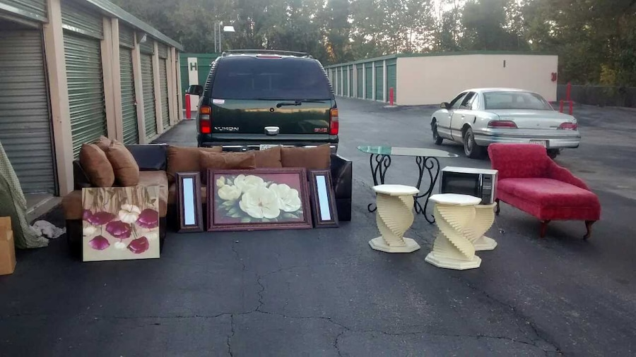 Used Living Room Set Table Pictures Included In Indianapolis