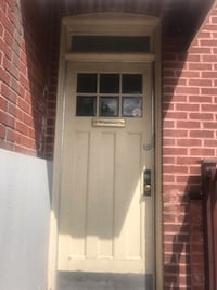 Soild wooden door (used) with frame. Buyer will have to remove on their own. Montréal, H4A