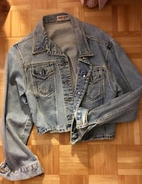 Cropped Guess light washed jean jacket in large Ottawa, K1J 7V7