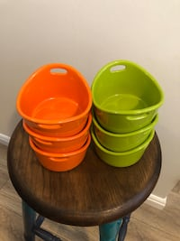 Like New Rachael Ray Stoneware Set!!