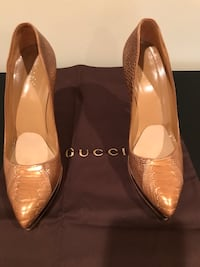 Gucci gold crocodile platform pumps Charleston, 29401