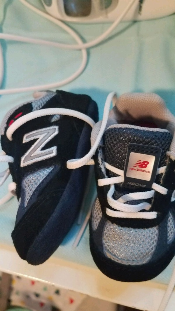 2 pairs....1 Black and 1Gray...BABY NEW BALANCE a08a21b3-6645-44b5-956f-83b8fa8d9864