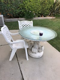 round white wooden pedestal table Los Angeles, 90024