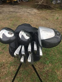 black and gray golf bag with golf clubs Fayetteville, 28306