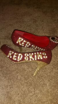 Red Skins Ladies Shoes Hills -size 8 Alexandria, 22302
