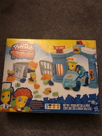 Play-doh Police station NEW