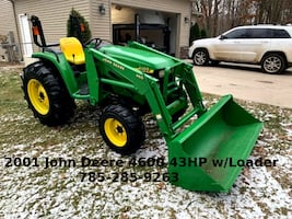 Tractor John Deere 4x4 with loader and bucket