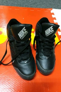 Nike Landshark shoes US size 5Y / worn only twice