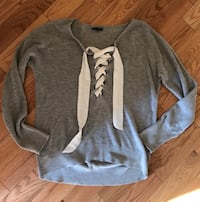 gray and white long-sleeved shirt Russell, K0A 1W0
