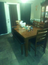 Table chairs and bench perfect condition