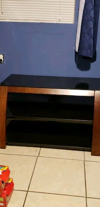 A t.v stand Shafter, 93263