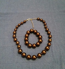 Bead necklace and bracelet set in great shape
