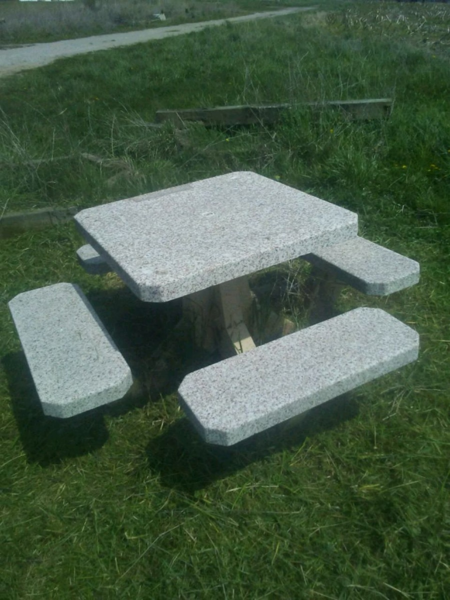 Photo Concrete picnic table