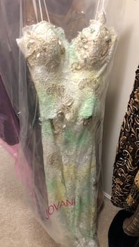 Women's white, yellow, and teal lace spaghetti-strap dress Leesburg, 20176