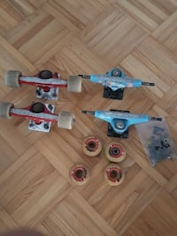two pairs of skateboard tracks and four wheels Mississauga, L5J 4L1
