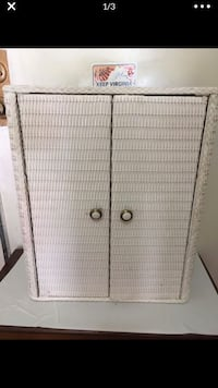 White wall mount bathroom or medicine cabinet- small with new knobs