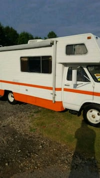 1978 Winnebago( price is firm) 689 km