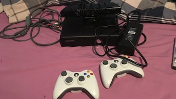 Xbox 360 with Kinect 2 remotes 5  games