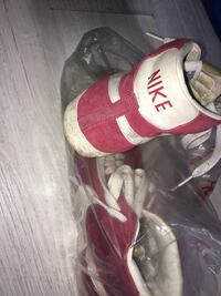Baskets montantes Nike blanches et rouges Bollwiller, 68540