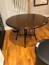 Dining or kitchen table like new