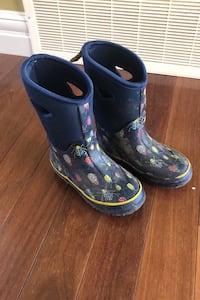Storm winter boots by Cougar. Size 11 kids