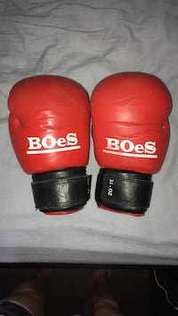 Pair of red boxing gloves Toronto, M5T