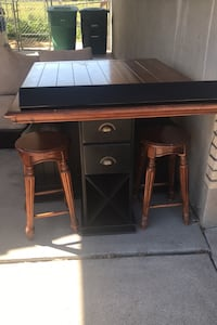 Table includes 4 bar stool and is a Counter height table West Jordan, 84084