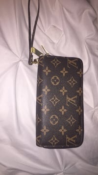 black and brown Louis Vuitton leather wristlet Woodbridge, 22192
