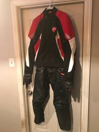 Ducati  suit complete including gloves Missouri City, 77489