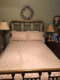 Tan & White Comforter w/ Two Shams Gainesville, 30504