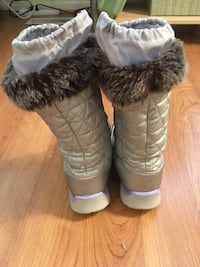 Girls Lands End size 2 Snow Boots.