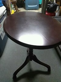 Folding side table excellent cond. Fairfax, 22033