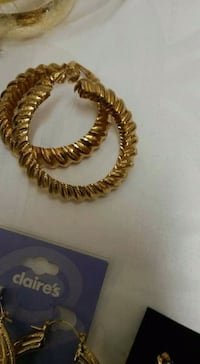 gold-colored beaded necklace London, SE17 1QT