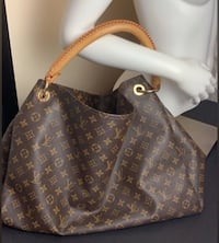 LV Artsy GM Arlington Heights