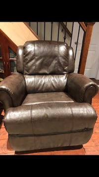 Leather recliner chair  London, N6K 1P8