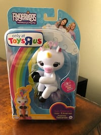 Wowwee fingerlings interactive baby unicorn toy gigi brand new.