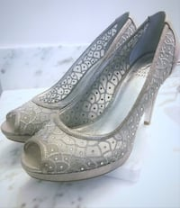Foxy pumps by Adrianna Papell