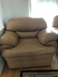 brown leather recliner sofa chair Toronto, M1X 1B7