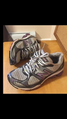 Women's New Balance Running Sneakers. Size 6D. Excellent Condition
