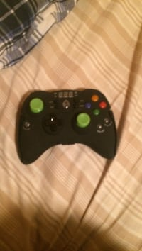 Black xbox 360 wireless controller London, N6K 4C4