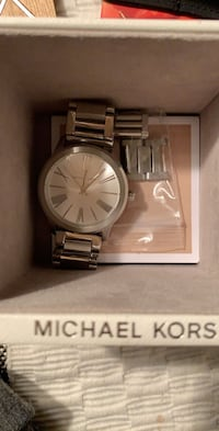 round silver Michael Kors analog watch with silver link Lancaster, 17603