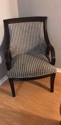 Arm chair negotiable  Mississauga, L5V 1Y9