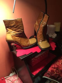 pair of brown leather side-zip chunky heeled calf boots made in Italy Highland Park, 60035