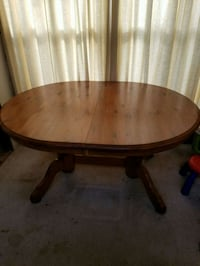 Table w/center extension & 6 chairs Harpers Ferry, 25425