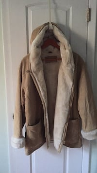 Suede lined women's size Large coat. Very warm freshly dry cleaned   Ridge, 11961