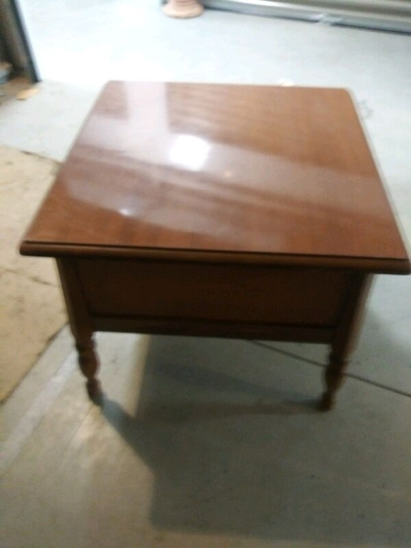 Solid Maple End Table  605aa0a3-012f-4b69-b0b3-0df5cd50bbb2